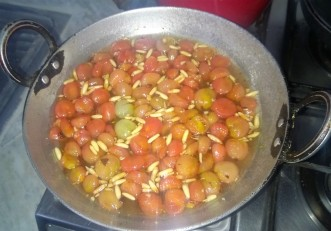 Cherry Tomato Jam with Pinenuts