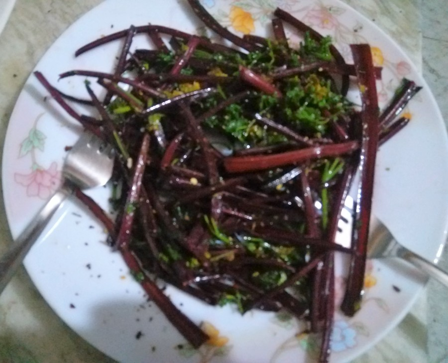 Beetroot stalks fries
