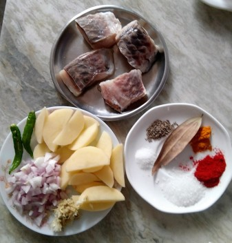 Ingredients of Rui Macher Kalia / Rohu Fish Curry